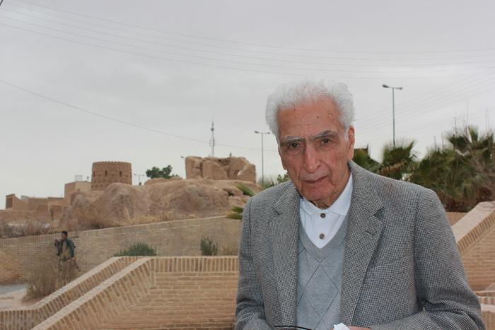 دکتر اسلامی ندوشن  در میبد